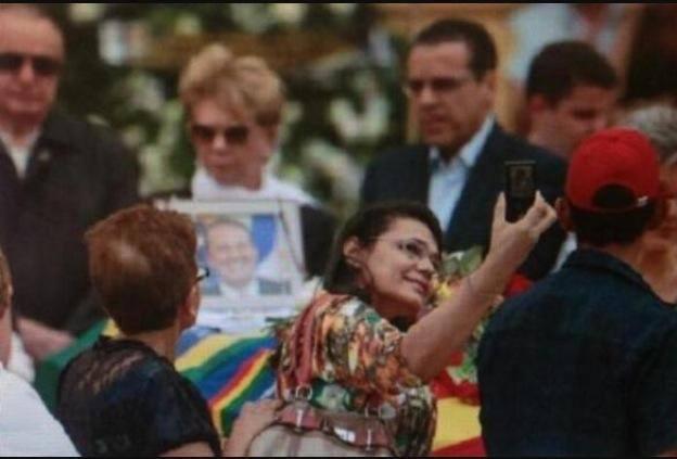 selfie em enterro